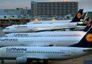 Circa due terzi dei lavoratori di Lufthansa continueranno a lavorare nonostante il coronavirus, ma a orario ridotto