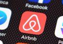 Airbnb ha annunciato che licenzierà 1.900 persone, un quarto dei suoi dipendenti