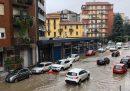 Alcune zone di Milano sono allagate per un forte temporale che ha fatto esondare il fiume Seveso