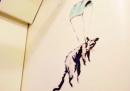 Un'opera disegnata da Banksy nella metro di Londra è stata cancellata dai pulitori
