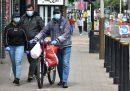 In alcune regioni dell'Inghilterra settentrionale sono stati vietati gli incontri in casa fra persone di famiglie diverse