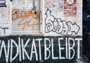Le proteste per salvare un bar di Berlino