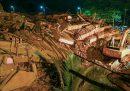 È crollato un palazzo vicino a Mumbai, in India: decine di persone sono state salvate, tante altre sono ancora disperse