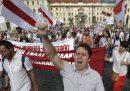 Decine di migliaia di persone stanno manifestando a Minsk contro il presidente Lukashenko