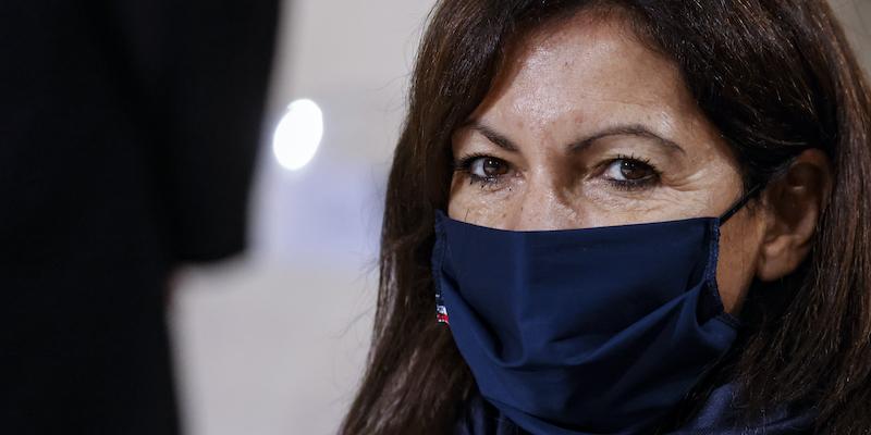 Il comune di Parigi è stato multato per aver assunto troppe donne