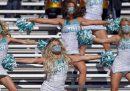 Negli sport universitari statunitensi, le uniche a guadagnare sono le cheerleader