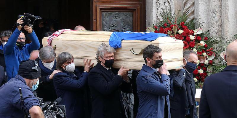 Le foto del funerale di Paolo Rossi - Il Post