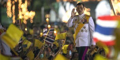 Un tribunale thailandese ha condannato una donna a 43 anni di carcere per aver criticato il re