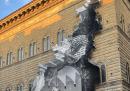 """Lo """"squarcio"""" sulla facciata di Palazzo Strozzi, a Firenze"""
