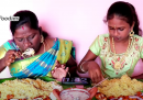 Le donne indiane che fanno soldi mangiando online