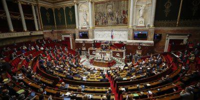 In Francia i rapporti sessuali tra adulti e minori di 15 anni saranno considerati violenze sessuali, e non più solo abusi
