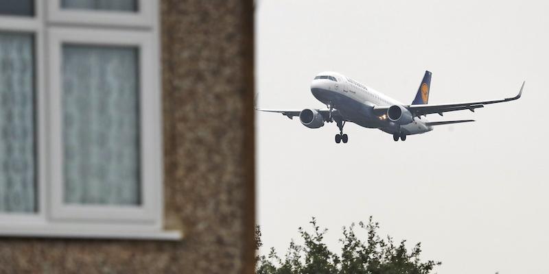 Il mistero dell'uomo precipitato su Londra da un aereo