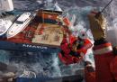 L'evacuazione di una nave nel mare di Norvegia in tempesta, in elicottero