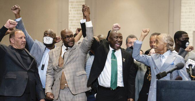 L'avvocato e la famiglia di George Floyd a una conferenza stampa dopo il verdetto. Credits: AP Photo/John Minchillo