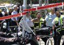 Un ragazzo palestinese che aveva accoltellato due ventenni israeliani è stato ucciso da un poliziotto a Gerusalemme est