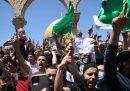 Migliaia di palestinesi stanno protestando contro il possibile sfratto di diverse famiglie dal quartiere di Sheikh Jarrah, a Gerusalemme est