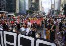 Decine di migliaia di persone hanno manifestato in Brasile per chiedere l'impeachment di Bolsonaro