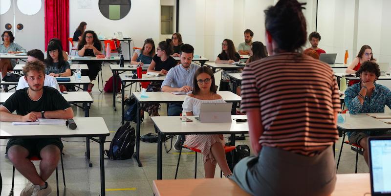Francesca Mannocchi, docente ospite all'edizione 2020 del workshop, e gli studenti della sua lezione