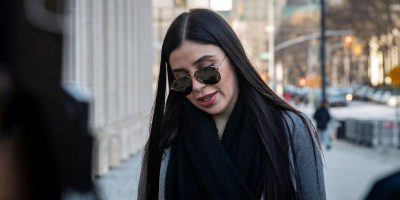 """Emma Coronel Aispuro, moglie del narcotrafficante Joaquín """"El Chapo"""" Guzmán, si è dichiarata colpevole di aver partecipato al traffico illegale di droga"""